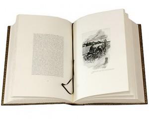 Разворот книги в кожаном переплете Мертвые души