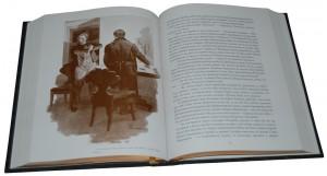 """Иллюстрации к книге в кожаном переплете """"Мертвые души"""""""