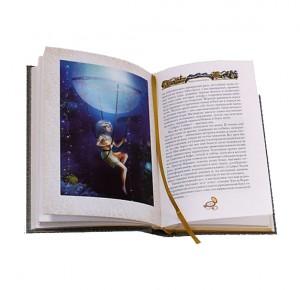 """Иллюстрация на развороте к подарочной книге """"Маракотова бездна. Туманная земля"""""""