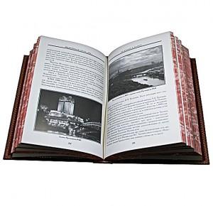 Разворот книги с иллюстрациями о Москве