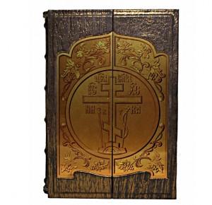 """Подарочная книга в футляре """"Русские святые. Жизнь и деяния"""""""