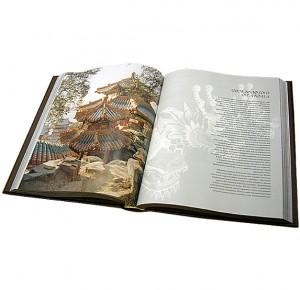 """Разворот с иллюстрациями подарочного издания """"Самые красивые и знаменитые места планеты"""""""