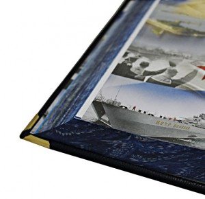 Увеличенное фото части страницы подарочного издания о Военно-морском флоте России