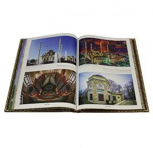 Разворот подарочной книги Мечети России и стран СНГ