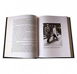 """Разворот подарочной книги """"Мистер Капоне. Реальная и полная история Аль Капоне"""""""