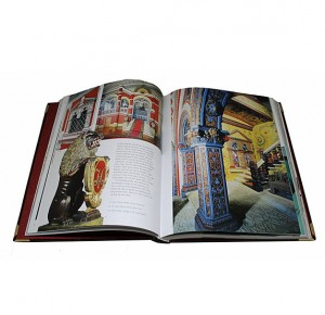 "Разворот с фото подарочного издания ""Moscow. History-Architecture-Art"""