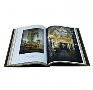 Разворот подарочной книги с фото Московский Кремль