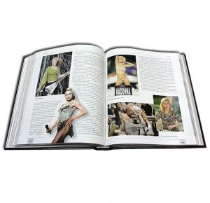 """Разворот подарочной книги """"Музыка наших дней"""" с иллюстрациями"""
