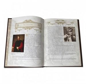 """Разворот подарочной книги """"О военном искусстве"""" Никколо Макиавелли"""