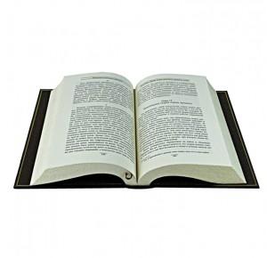 Разворот книги из подарочного набора Повелители финансов и экономики