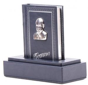 Вид подарочной книги Владимир Путин. Цитаты и афоризмы в коробе