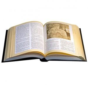 """Разворот дорогой подарочной книги """"Ваш Булгаков"""" (золото)"""