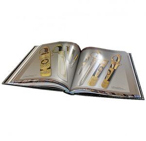 """Иллюстрации из книги в кожаном переплете """"Златоуст. Холодное украшенное оружие"""""""