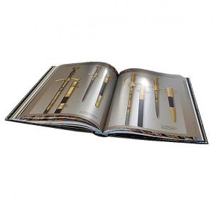 """Иллюстрация из подарочной книги """"Златоуст. Холодное украшенное оружие"""""""